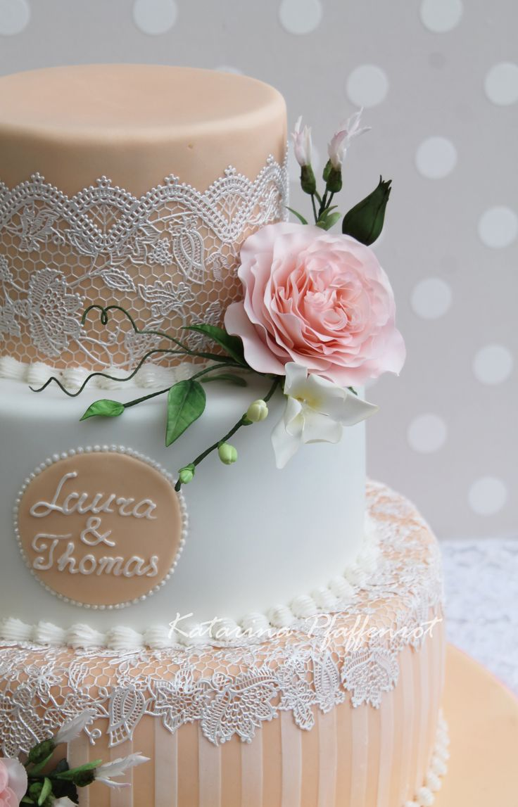 Wedding cake decorated with sugar flowers and Cakelace in Apricot
