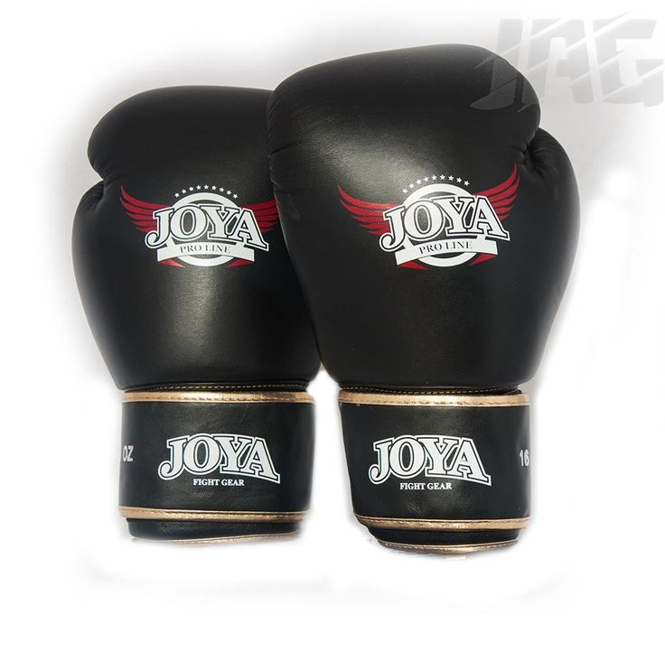 [JOYA PRO-LINE DE LUXE] Part of the Joya Pro Line this glove has a slightly looser fit than the Fantasy offering a good alternative to someone with larger hands. Made from high grade Thai leather these gloves offers a superior fit giving maximum comfort and durability.  A classic black glove with gold trim for the ultimate showboater.  The glove has a classic kickboxing glove shape with extra padding along the palm to offer protection when blocking kicks and knees.