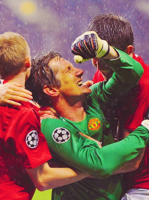 Edwin van der Sar is one of my most favorite goalies.  On March 4th, 2009, in the 9th minute, van der Sar allowed a goal...the first after a streak of 13 games, of 1,311 minutes without conceding a goal...a Premier League record.