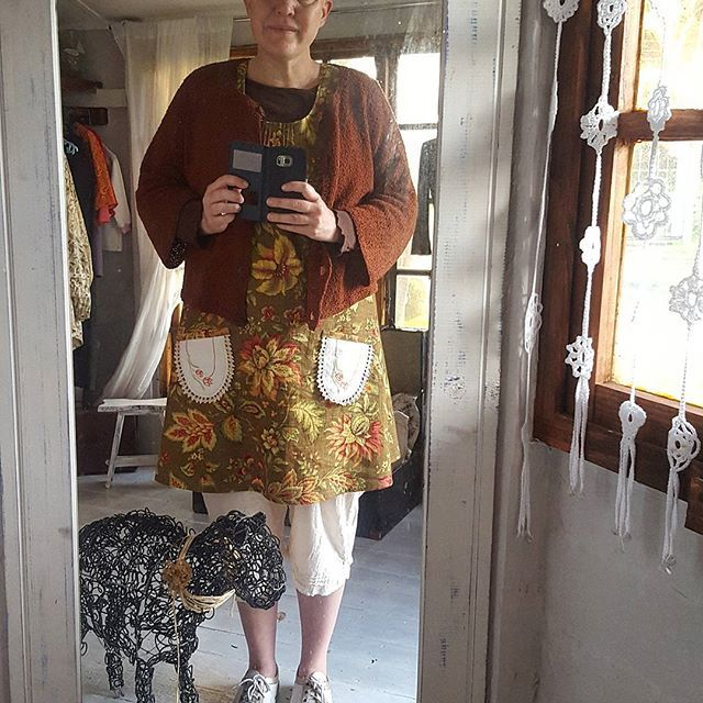 Day6. #aweekofwhatiamwearing #northsouthbudies .My shop is open today and I have a sewing workshop,  so I am dressed for the day before 6am. My brown poor boy hat.(my friend and I will start making them soon out of old jeans ). A me made cardigan from 1998. I like that it is 3/4 sleave because it is easier to work in. My bark cloth top and my #memade #edwardian #bloomers . @juliafsparkle #showusyourbloomers