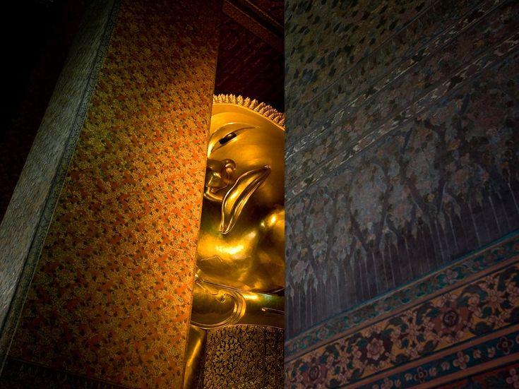 Reclining Buddha Thailand - Photograph by Rick Wianecki & Best 25+ Reclining buddha ideas on Pinterest | Wat pho Bangkok ... islam-shia.org