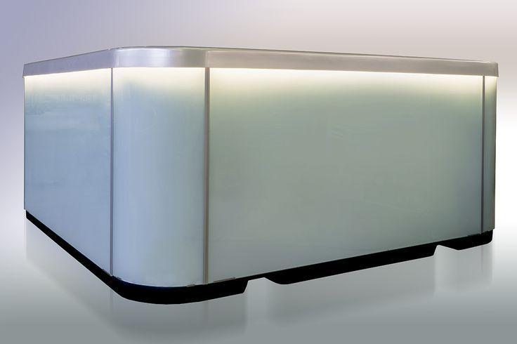 Tyylikäs ja korkealaatuinen lasi-panelointi ulkoporealtaassa on näyttävä ilmestys. Lumispa.fi   Ulkoallas.fi   kylpykauppa.fi   Novitek.fi   facebook.com/novitekspa/