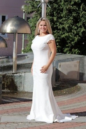 919e1b99ec7 Wedding Dresses White Boho Dress Jarlo - Bílé dlouhé splývavé svatební šaty  zdobené krajkou -Svatební studio Nella