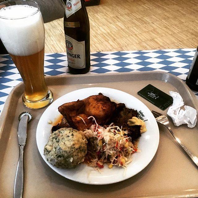 Was ist das für 1 life vong essen her ... #mensa #bier #semmelknödel #essen #foodporn #allyoucaneat #oktoberfest #bier #beer #studylife #uni #physikistdoof #essenistgeiler  Yummery - best recipes. Follow Us! #foodporn