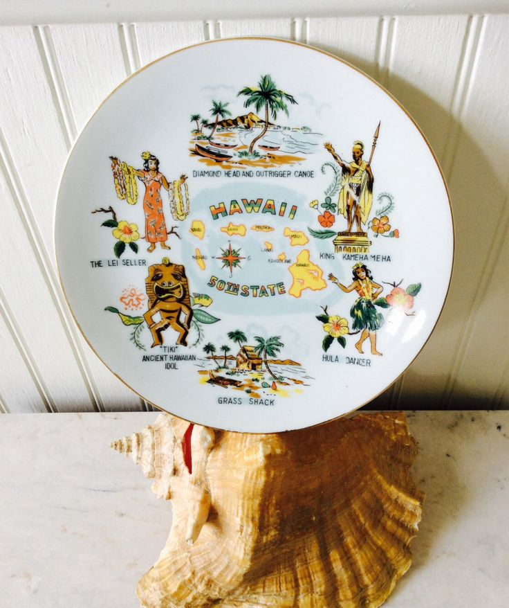 Vintage Ceramic Hawaii Souvenir Decorative Plate, 50th State, Hawaiian Islands, Tiki Decor, Tropical Decor, Beach, Cottage, Wall Decor by YellowHouseDecor on Etsy https://www.etsy.com/listing/288015487/vintage-ceramic-hawaii-souvenir