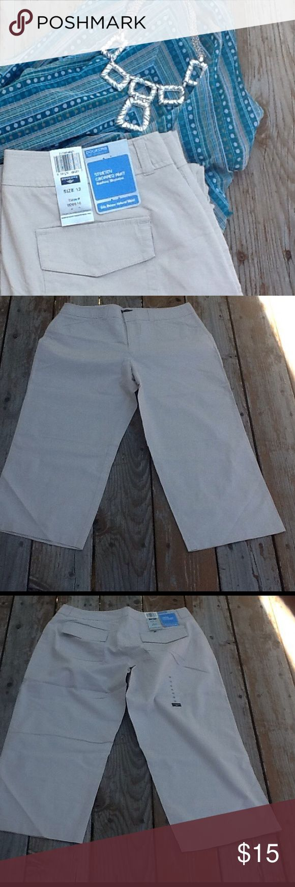 """NWT CREAM STRETCH CAPRIS DOCKERS RESORT CASUAL These stretch cream capris designed by """"Dockers"""" are 98% cotton 2% spandex.  Perfect for spring/summer weather and resort casual wear.  Could also be worn in the fall with your favorite tall boots. Dockers Pants Ankle & Cropped"""