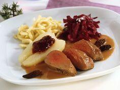 Rehrücken Baden-Baden mit Morcheln, Rotkraut und Spätzle ist ein Rezept mit frischen Zutaten aus der Kategorie Reh. Probieren Sie dieses und weitere Rezepte von EAT SMARTER!