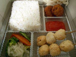 Nasi Kotak Nasi Baso Ikan - http://cateringsemarang.com/lunch/nasi-kotak-baso-ikan/