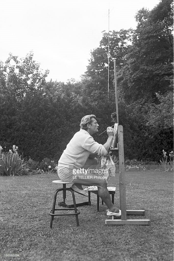 Jean Marais chez lui à Marnes la Coquette le 26 Mai 1960 /////// On his estate at Marnes la Coquette,  on the 26 May 1960