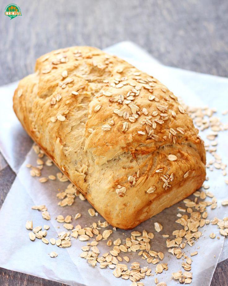 Con este riquísimo pan casero de avena y miel, olvídate del pan para sándwich comercial y sus conservadores #receta http://cocinamuyfacil.com/pan-de-avena-y-miel-receta/