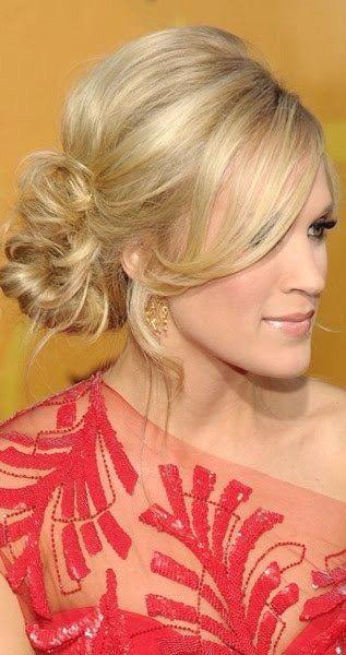 Anmutige und schöne Low Side Bun Frisur Tutorials und Haar sieht aus