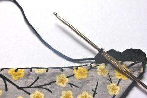 Comment broder un foulard de crochet