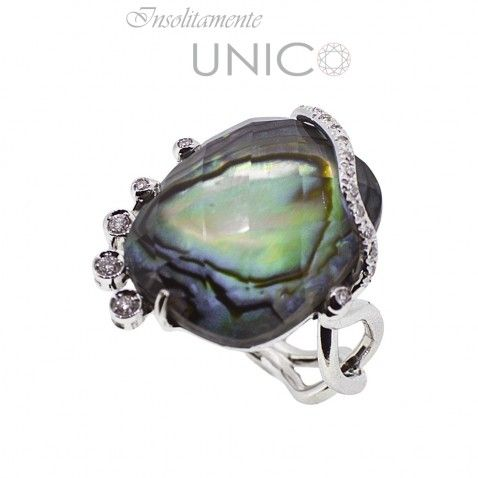 "Anello in oro bianco con madreperla di ""haliotis iris"" e brillanti.  Acquistabile online: http://bitly.is/1ouDa4f"