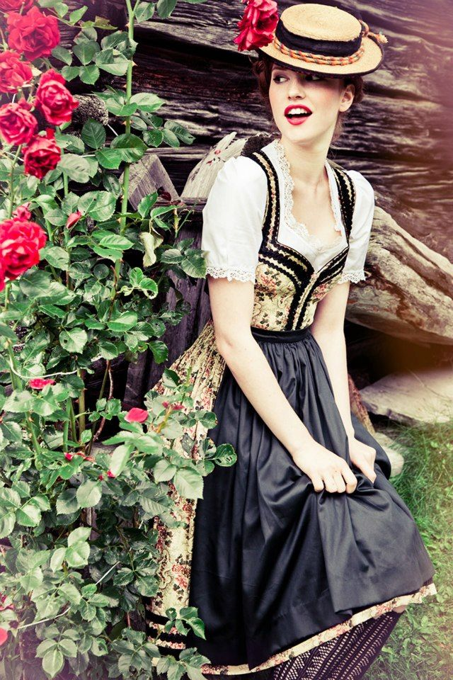 Dirndl Gundeline  © www.lupispuma.com ...I mean...it is a dirndl...