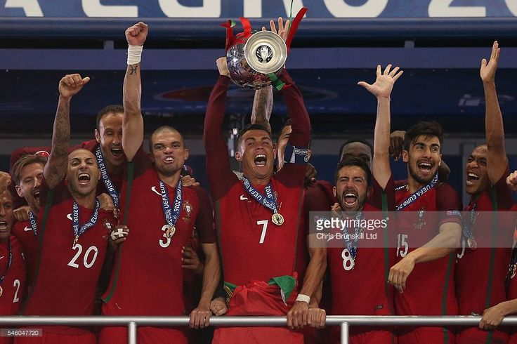 News Photo : Cristiano Ronaldo of Portugal lifts the trophy...