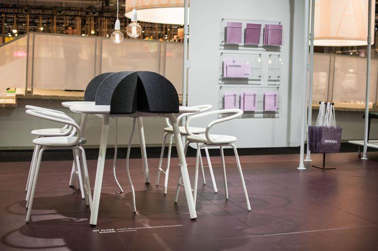 Discover magazine holder, design: Monika Mulder | Kaloo barstool, design: Karim Rashid | My Place table, design: Anders Berg, Steinar Hindenes, Petter Knudsen