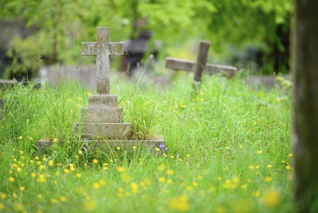 Funerals can be daunting if you're not prepared with basic understanding of what is expected. Here are some tips on proper funeral etiquette.