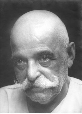 """G.I. Gurdjieff. Gurdjieff's approach  to enlightenment involved observing oneʹs life, not trying to change it, but observing it so closely  that one becomes aware of what is underneath it. Instrumental to his teachings was that the individual need not  follow anyone elseʹs path but his own, and in seeking enlightenment, one must look within, question oneʹs  motives, and go through a process of what he called """"self‐ remembering."""""""