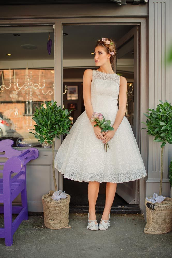 Kitty & Dulcie :: Betty Blossom, a Cheap but Gorgeous Wedding Dress