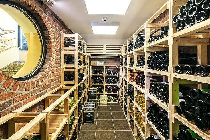 Restaurace Máchovo jezero www.hotelport.cz  Náš vinný lístek nabízí široký výběr moravských a zahraničních vín, včetně regionálních z Mělnické vinařské podoblasti. Vinný lístek si můžete prohlédnout zde: http://www.hotelport.cz/restaurant/vinny-listek.html