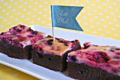 Sarahs Torten und Cupcakes: Schön klebrige Double Chocolate Brownies mit Frischkäse-Beeren-Guss