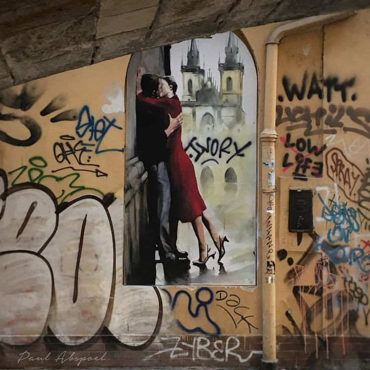 20 vind-ik-leuks, 1 reacties - Paul Abspoel (@paulabspoel) op Instagram: 'Graffiti Kiss Under the Bridge ❤ #prague #karolusbridge #kiss #graffiti #romance #bridge #prague…'