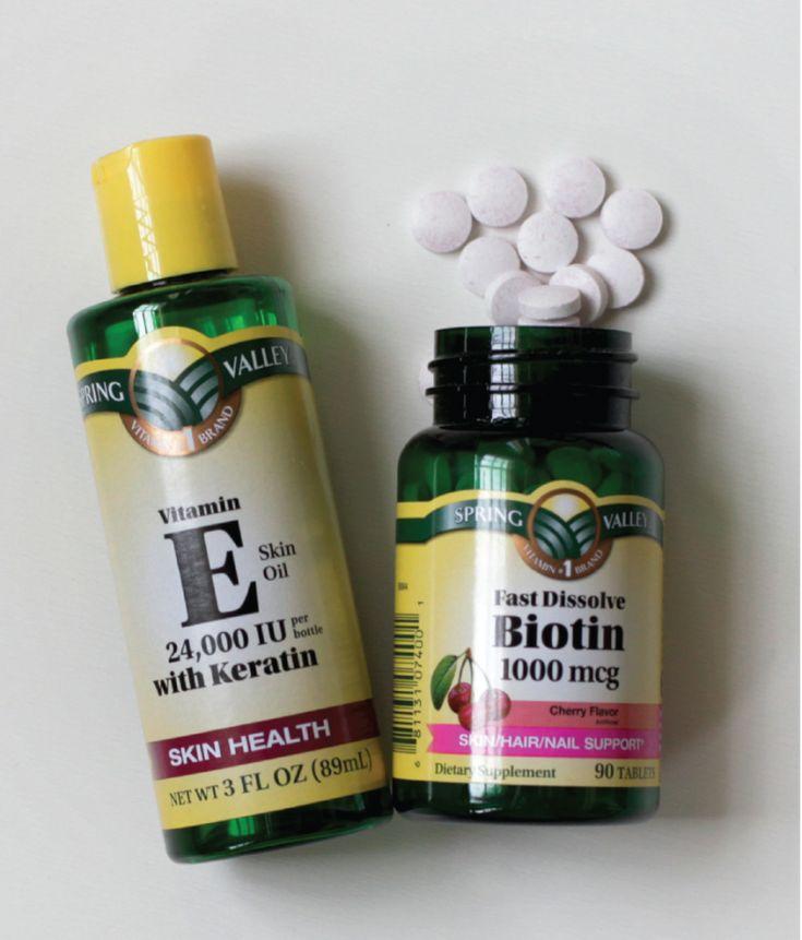 Estas son dos vitaminas que ayudan a promover el crecimiento del cabello. Algunas personas juran que funcionan y otras dicen que no hacen nada. Para mí, la biotina si funciona, la tomo todos los días y sí me ha ayudado, sobre todo durante y después de la lactancia que se me cae mucho el pelo. Yo tomo Vantux Máx. La vitamina E, no la he tomado, pero mucha gente me ha dicho que les ha mejorado muchísimo el pelo y sobre todo la piel! Estas vitaminas puedes encontrarlas en cualquier farmacia.