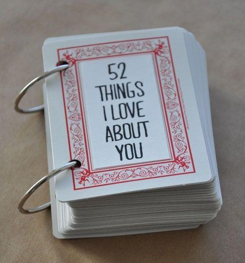 """Prendi un mazzo di carte e scrivici sopra ad ognuna di essa delle frasi da dedicare al tuo partner. Poi """"rilegalo"""". Sarà un regalo fai da te da tenere sempre sopra il comodino #sanvalentino #amore #love #diy #faidate #idee #regalo #regali"""
