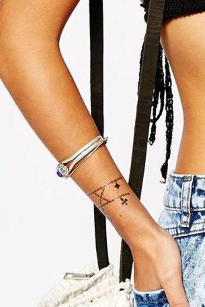 1000 id es sur le th me tatouage au poignet sur pinterest tatouages tatouage sur le bras et - Idee tatouage poignet ...