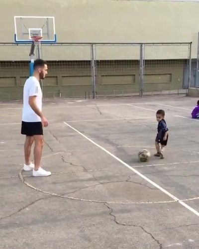 CUTENESS OVERLOAD. (And that trick shot is pretty awesome, too. 🙌)   via Inst...