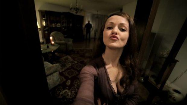"""SELFIE FROM HELL"" Grusel-Video beschert Studentin aus Deutschland Youtube-Hit  Teil einer Bachelor-Arbeit: Meelah Adams inszeniert sich in enem Horror-Selfie"