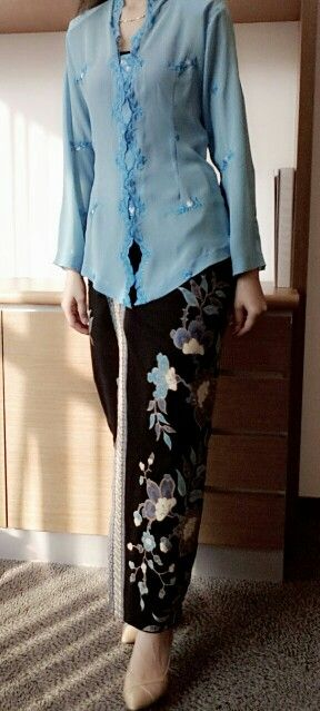 kebaya biru Note the collar
