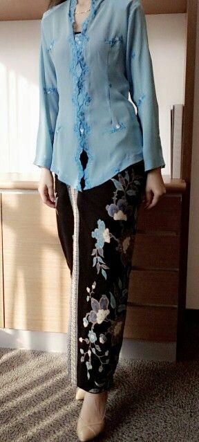 kebaya biru Note the collar
