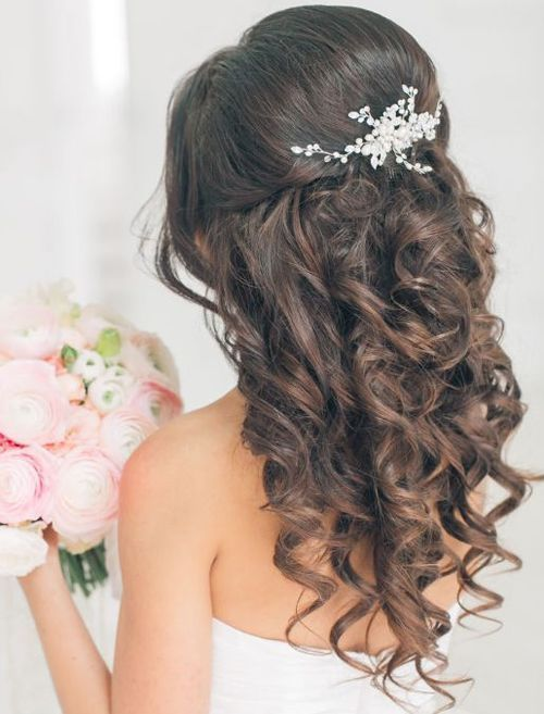 Curly Half up Half Down Hairstyle for bridal 2019 with Medium Length 2019 #hairs…