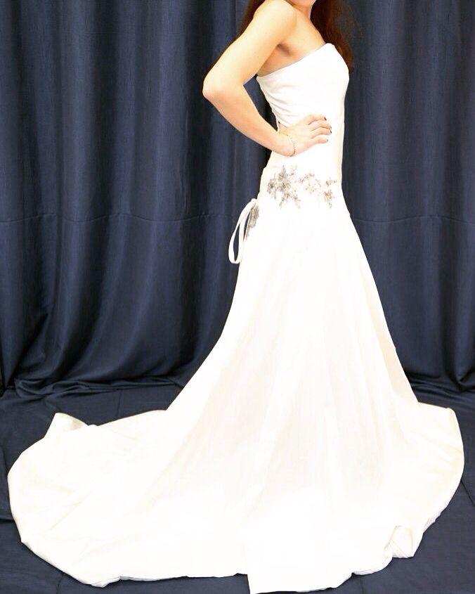 Нежное свадебное платье для миниатюрных невест. Придётся по вкусу тем, кто ценит элегантность и стиль. В наличие. Запись на примерку 8(495)664-91-36