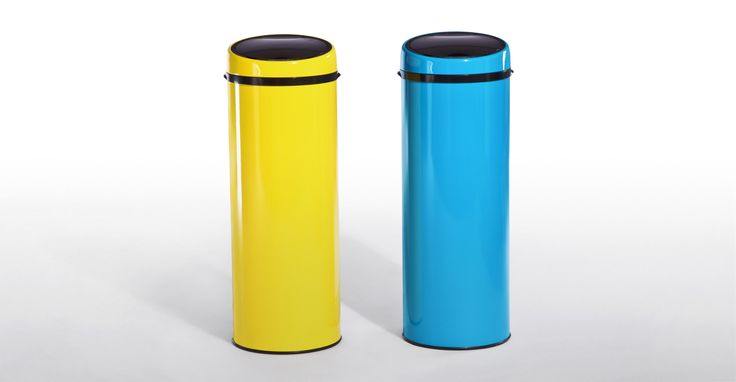 This 50 litre touch-free sensor bin in blue, is hygienic and practical.