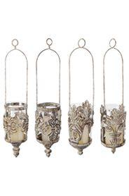 Antikolt fém, függő gyertyatartó üveg betéttel, 4 féle mintával.Gyertya nélkül szállítjuk.A gyertyatartó magassága: 15 cm, teljes magasság: 50 cm, átmérõ: 10 cmSúlya: 2 kg