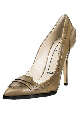 Eleganter High-Heel mit Mokassin-Naht. N° 21 High Heel Pumps - dallas cuoio für € 229,95 (20.11.14) versandkostenfrei bei Zalando.at bestellen.
