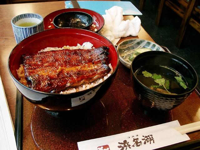 Uno de los platos que más me gusta de Japón,  Unadon o Unagidon, anguila sobre un lecho de arroz :P~ se me cae la babilla solo de pensarlo - One of the dishes that I like in Japan, Unadon or Unagidon, eel over a bed of rice: P~