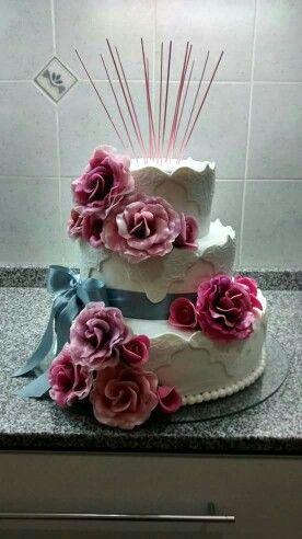 Torta con rosas de porcelana fria