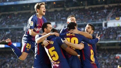 Disfruta con los goles y las mejores acciones de la contundente victoria del FC Barcelona en el estadio del Real Madrid (0-3) con los goles de Suárez, Messi y Aleix Vidal