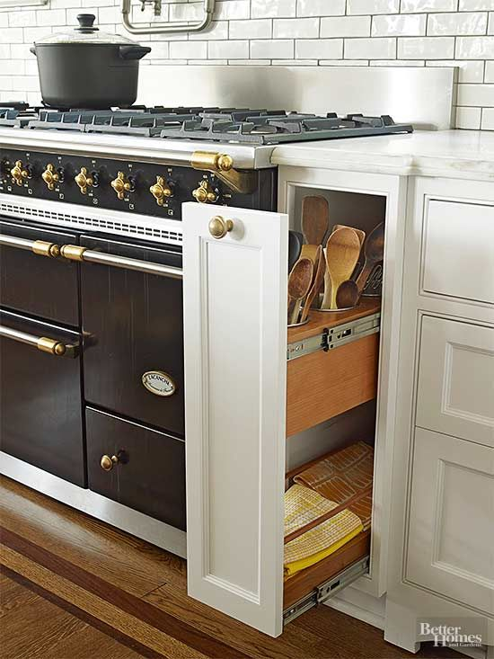 Thoughtful storage was a must in the kitchen to minimize clutter and maximize convenience. A slim pullout cleverly positions cooking…