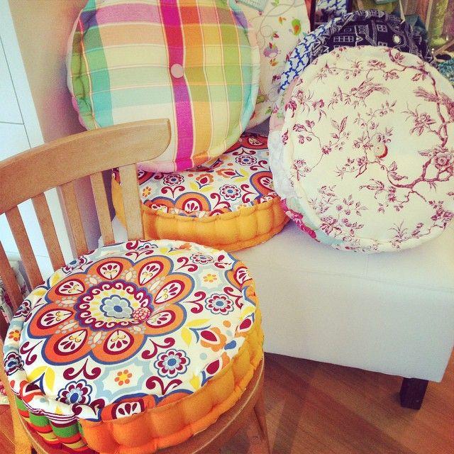 Nos encantan nuestros nuevos almohadones burleteados para - Cojines sillas cocina ...