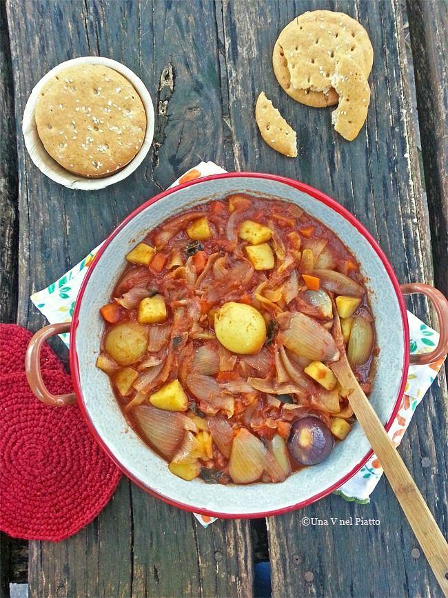Zuppa di cipolle cremose in salsa al pomodoro - Una V nel piatto - Ricette Vegane e Mondo Vegan