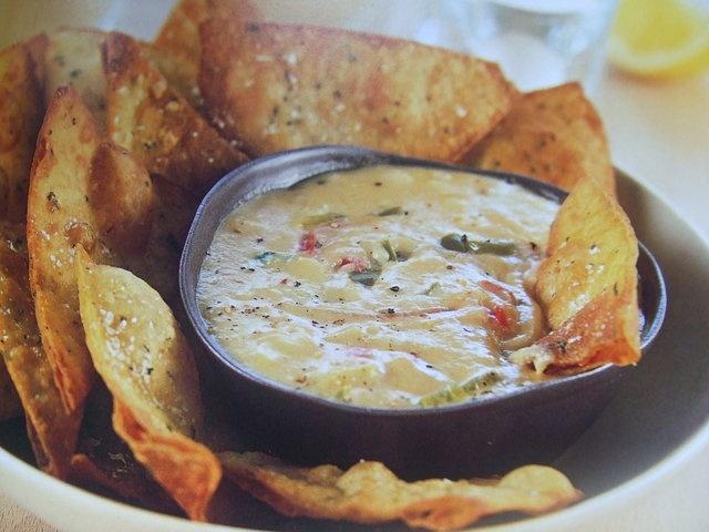 Salsa cremosa de queso para dip o para acompañar carnes. Ver la receta http://www.mis-recetas.org/recetas/show/30604-salsa-cremosa-de-queso-para-dip-o-para-acompanar-carnes