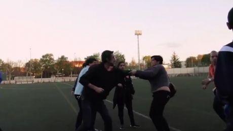 Scene incredibile la finalul unu meci de fotbal dintre două echipe de juniori