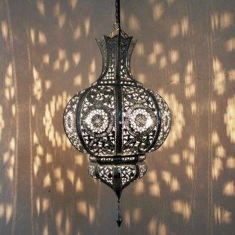 Ein funkelndes Lichterspektakel bietet diese orientalische Lampe. 100% traditionelle Handarbeit aus Marrakech.