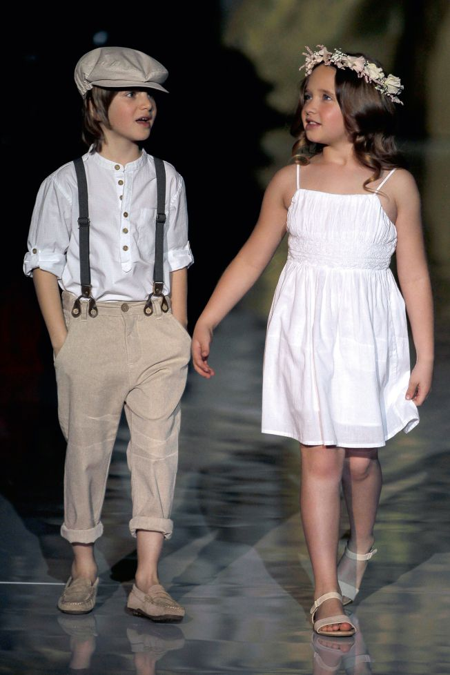 Although I'm not a big fan of the flower girl's dress, I fell in love with the ring boy's look. He would be so adorable!