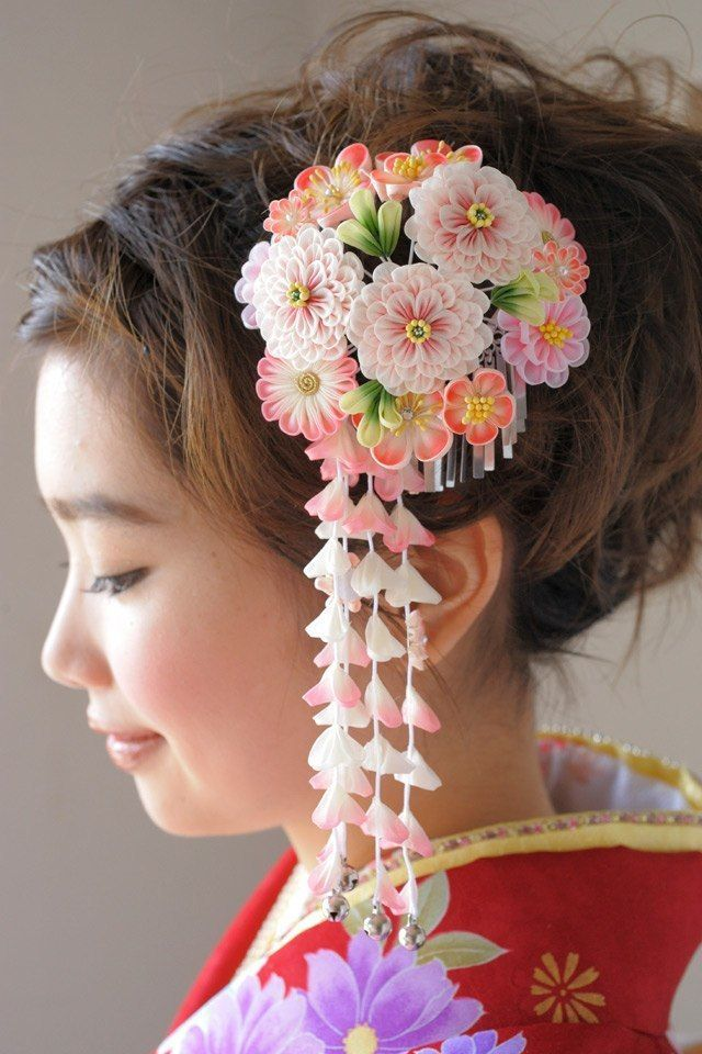 Lovely kanzashi hair accessory. Love Japanese crafts? Learn to sew Japanese sewing at www.japanesesewingpatterns.com
