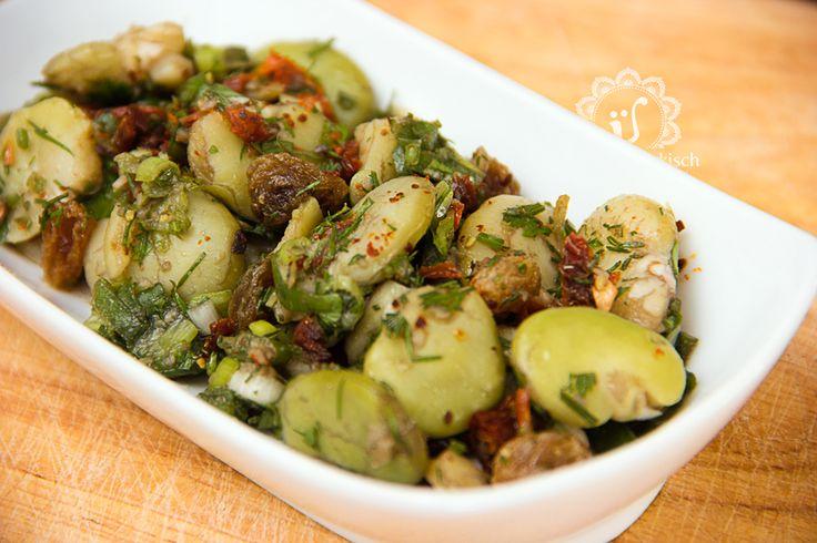 """Ein saisonales Gericht mit Ackerbohnen –auch """"dicke Bohnen"""" genannt – ist wunderbar frisch, hat einen Hauch Orient und hält locker ein paar Tage im"""